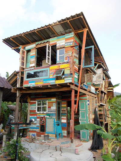 Thailand art studio built from reclaimed boat wood - UPCYCLIST